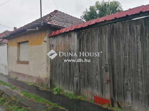 Eladó Ház, Bács-Kiskun megye, Kecskemét - Körúton, 500m2 teleken ,tégla épület