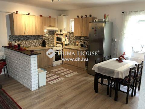 Eladó Lakás, Pest megye, Szigetszentmiklós - Kertkapcsolattal, lakás alatt 84 m2-es pince szint