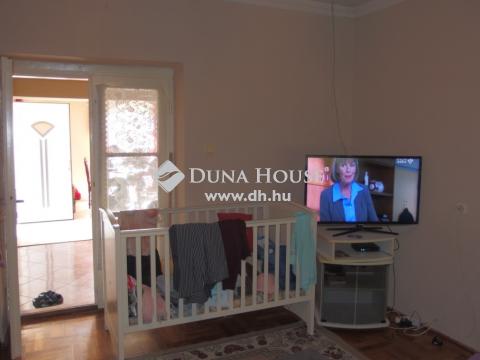 Eladó Ház, Bács-Kiskun megye, Kiskunfélegyháza - Nappali+3 szobás különportás családi ház