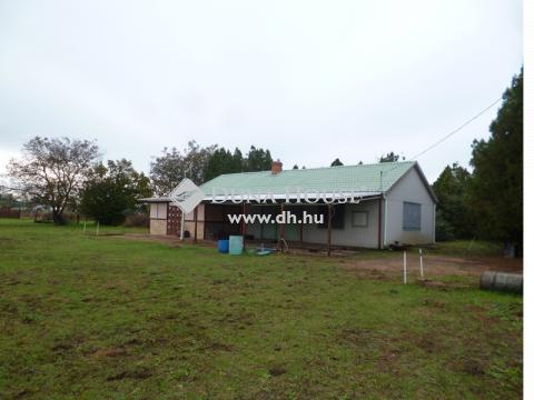 Eladó Ipari, Bács-Kiskun megye, Kecskemét -  keleti peremén műhely, GKSZ területen