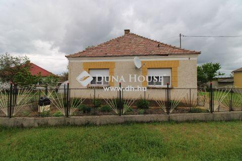 Eladó Ház, Komárom-Esztergom megye, Naszály - Tatához közeli faluban - Naszályon családi ház
