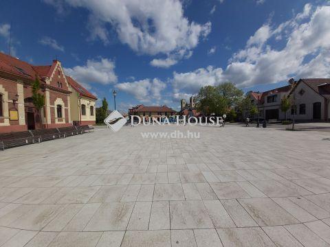 Eladó Ház, Pest megye, Dunakeszi - Tehermentes,  6 szobás, dupla komfortos, belső kétszintes, családi ház., gépkocsi beállással.