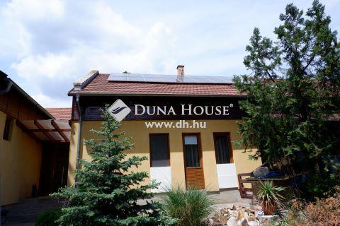 Eladó Ház, Fejér megye, Székesfehérvár - Kisfalud, nappali + 6 szoba + konditerem + 100 m2 tetőtéri tároló.
