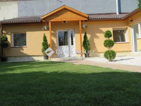 Eladó Lakás, Budapest - Felújított, amerikai-konyha, két szoba, parkosított kert