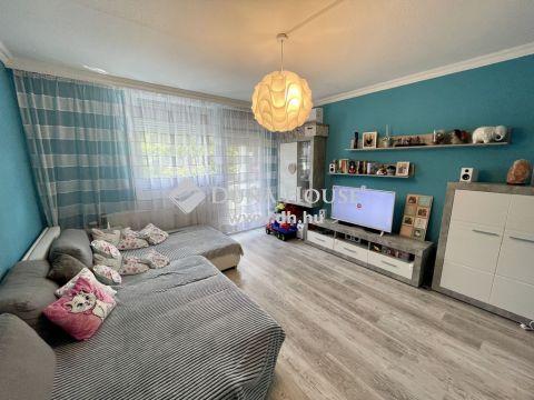 Eladó Lakás, Bács-Kiskun megye, Kecskemét - Felújított 3 szobás lakás a belvárosban