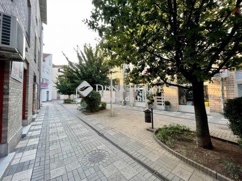 Kiadó Lakás, Bács-Kiskun megye, Kecskemét - BELVÁROSBAN a piac mellett KIADÓ nappali + 3 szobás lakás + iroda - Bútorozatlan