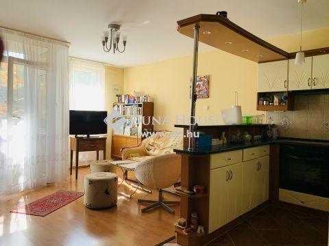 Eladó Lakás, Budapest 14. kerület - Zuglóban 1,5 szobás, erkélyes lakás, portaszolgálatos házban